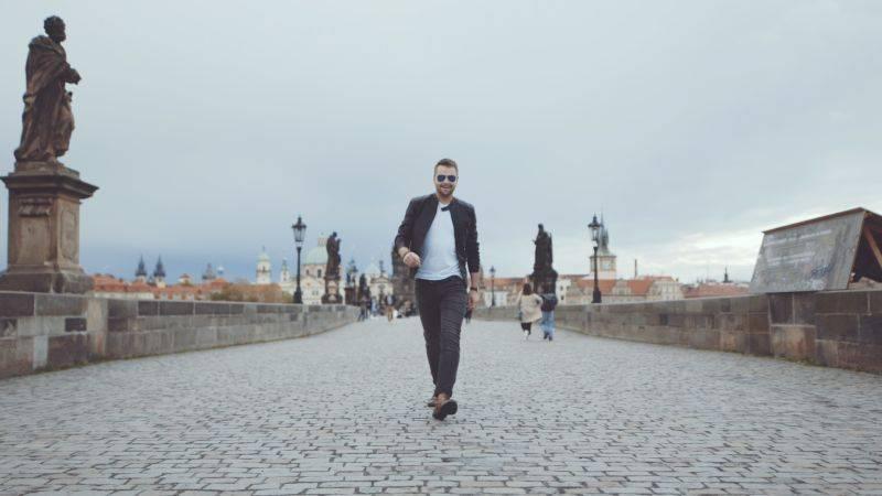 VIDEO: Josef Vágner není Muž z planety Hollywood. Nový singl mu otextovala Patricie