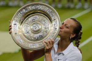 VIDEO: Michal David a Lucie Vondráčková vzdávají hold Kvitové. Chudák Petra!