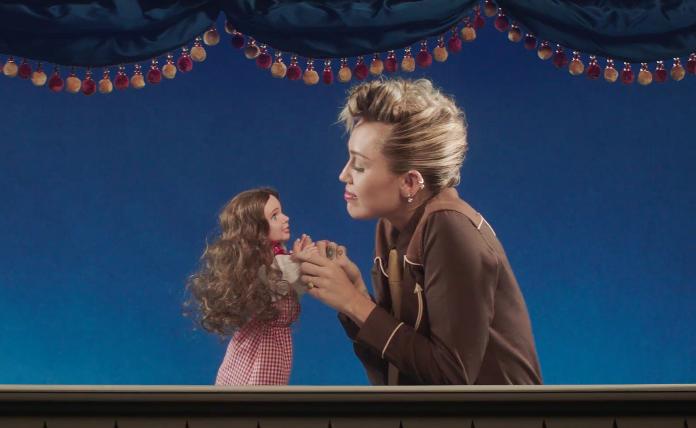 TOP 6 videoklipů týdne (151.): Miley Cyrus sbližuje generace, Kesha věří v duhu po bouřce