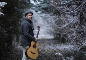 VIDEO: Voxel napsal singl Nádech po přechodu přes žhavé uhlíky. Na podzim ho čeká turné s cimbálovkou