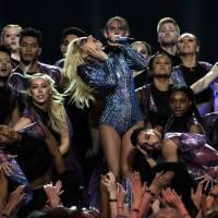 Lady Gaga přesouvá evropské turné, trápí ji zdravotní potíže