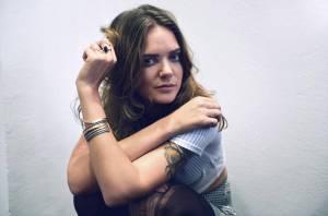 TOP 6 videoklipů týdne: Deep Purple plavící se na lodi, Emma Smetana jako mořská panna i Tove Lo ve víru sexu a drog