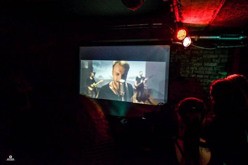 VIDEOPREMIÉRA: Turnovští Snap Call sahají v klipu Golddigger lidstvu do svědomí