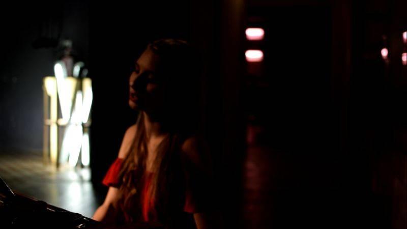 VIDEOPREMIÉRA: Éterická Barbora Mochowa natáčela klip v prostoru bývalé čokoládovny