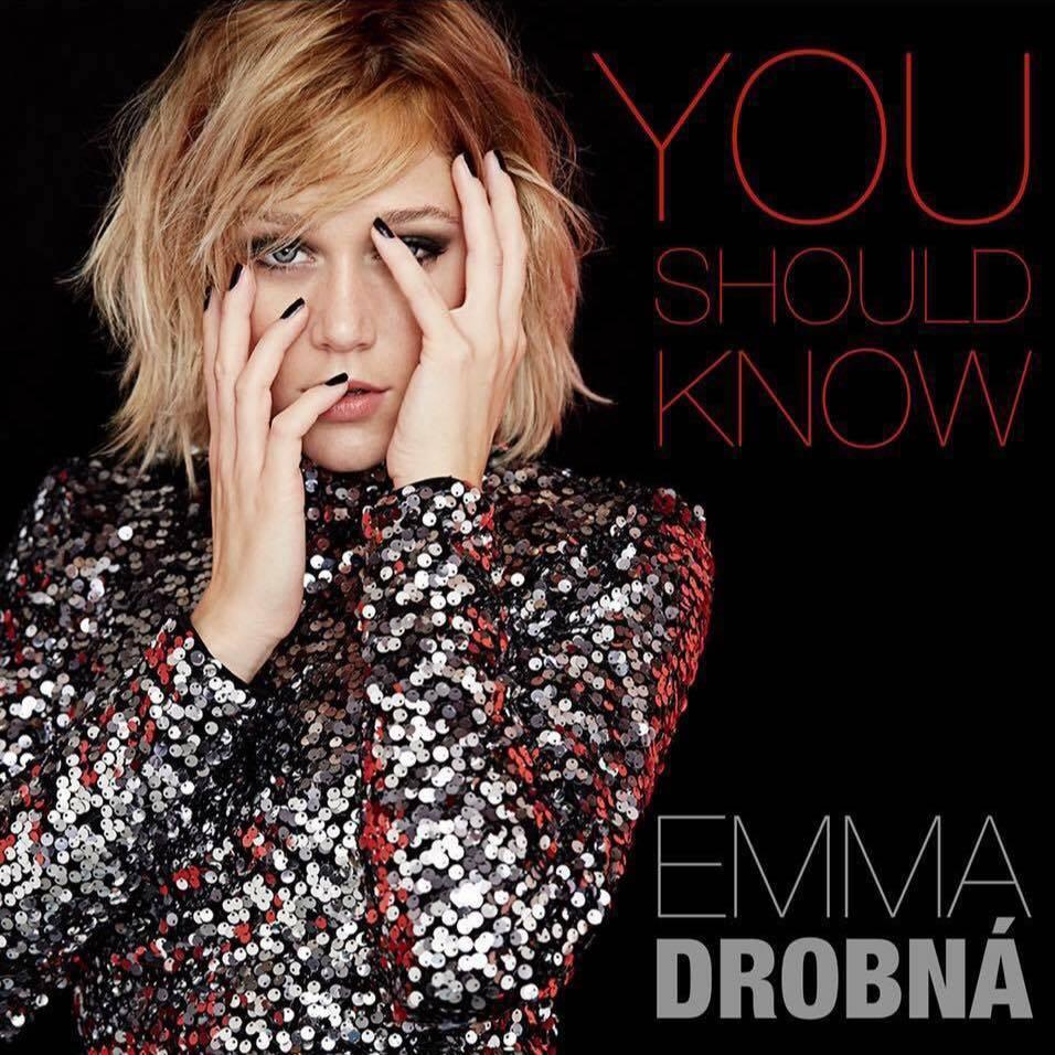 VIDEO: Emma Drobná, která má nejhranější píseň v českých rádiích, představuje vánoční novinku Remember