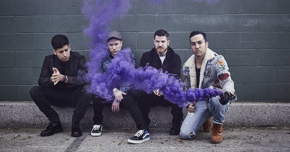 TOP 6 videoklipů týdne: Justin Timberlake a J Balvin zpívají v apokalyptickém světě, Fall Out Boy v kostele