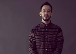 VIDEO: Mike Shinoda z Linkin Park se na svém EP vyrovnává se smrtí Chestera Benningtona