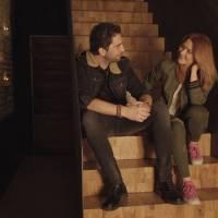 VIDEO: Jelen a Debbi jsou v novém klipu jako Mars a Venuše