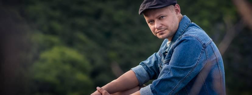 VIDEO: Tomáš Pastrňák se ke své Hranici inspiroval v budapešťském baru