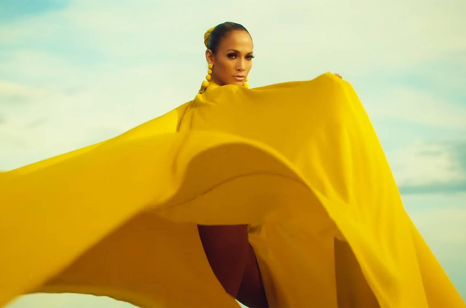 TOP 6 videoklipů týdne: Ed Sheeran jako loutka, Jennifer Lopez touží po zásnubách