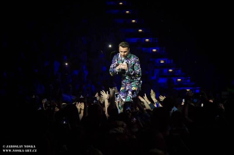 TOP 6 videoklipů týdne: Poetika vzpomíná na turné, Pekař opěvuje dívku