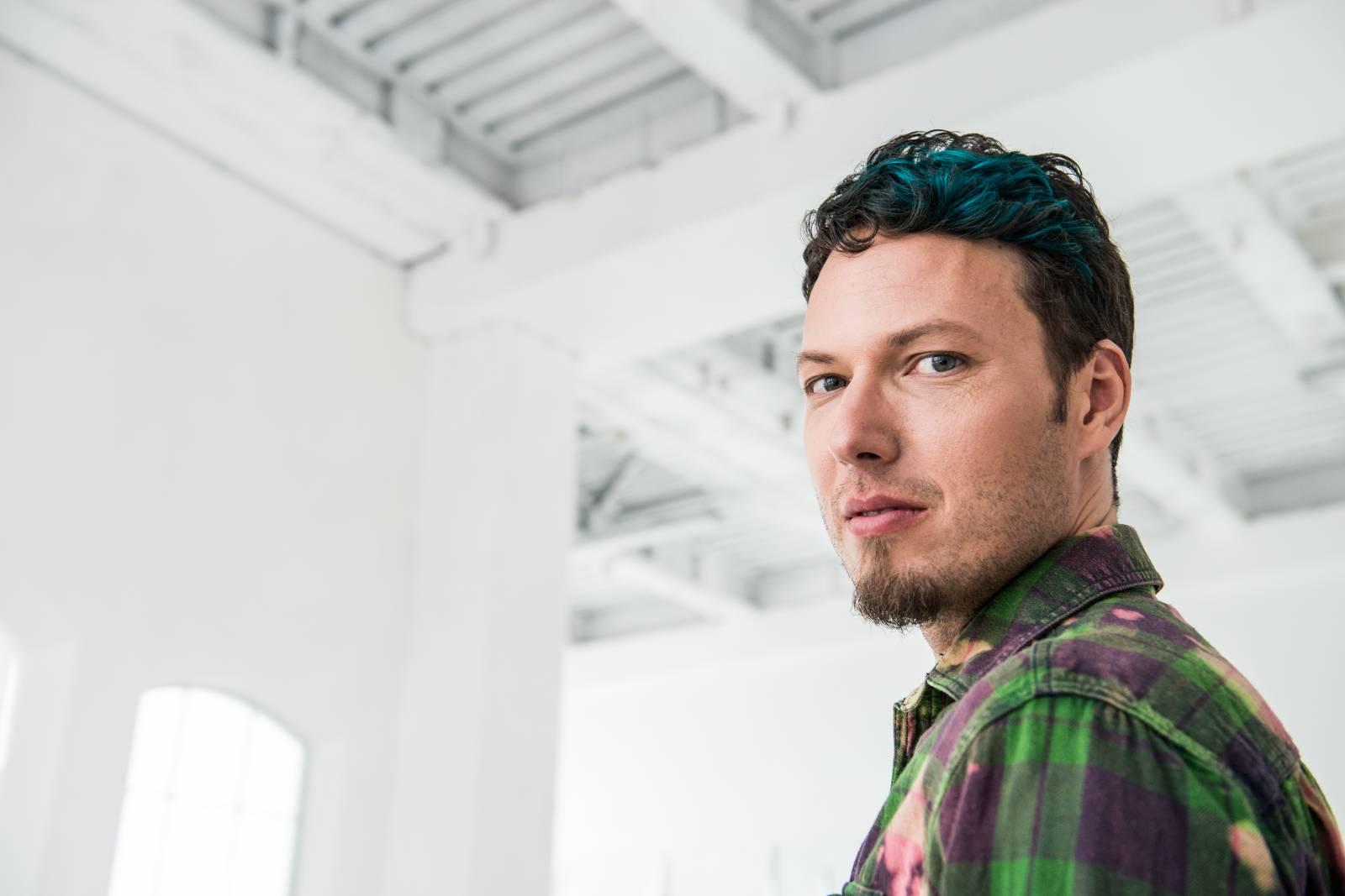 TOP 6 videoklipů týdne: Jakub Ondra opěvuje lásku ve vlaku, Lenka Dusilová natáčela na koncertě