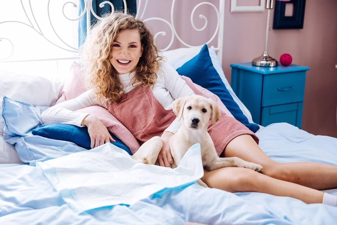 TOP 8 videoklipů týdne: Lenka Filipová přezpívala Paula Simona, její dceři Lenny se stýská po domově