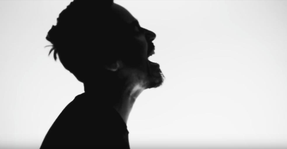 TOP 7 videoklipů týdne: Wohnout třou Bídu s nouzí, Paulie Garand rapuje melancholicky o Návratech