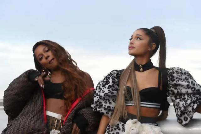 TOP 8 videoklipů týdne: Xindl X zpívá o světě za displejem, Support Lesbiens vsadili na Hazardéra