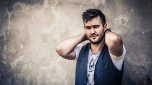 TOP 6 videoklipů týdne: Marek Ztracený si pozval hvězdu Mostu, Kali má letní hit, Berenika Kohoutová dělá stojky