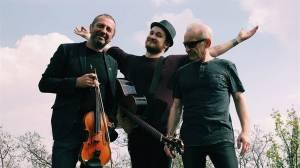 TOP 7 videoklipů týdne: Voxel se spojil s Čechomorem, Pavel Callta natáčel v zahraničí