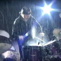 VIDEO: Podívejte se, jak Metallica hraje v totálním slejváku Master of Puppets