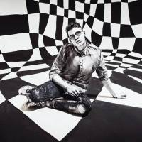 TOP 7 videoklipů týdne: Ručně malovaný Sebastian, česky zpívající No Name i padlý anděl Billie Eilish