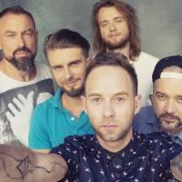TOP 7 videoklipů týdne: Support Lesbiens o boji za lásku, Sebastian a Adam Mišík v duetu a Mirai na road tripu s Benem Cristovao