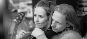 TOP 7 videoklipů týdne: Mikolas Josef opět válcuje internet, Tomáš Klus s manželkou v upřímné zpovědi