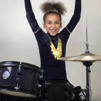Bizár týdne: Devítiletá Nandi Bushell válí za bubny s coververzí The Prodigy