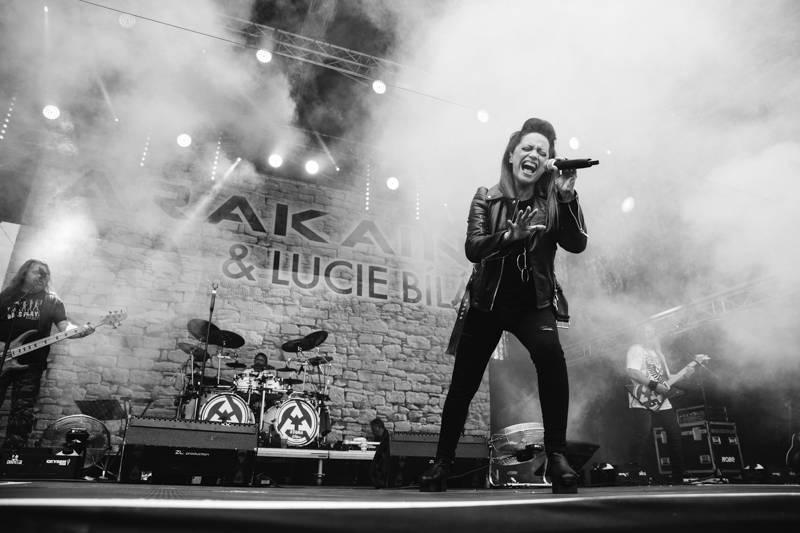 TOP 7 videoklipů týdne: Paulie Garand natáčel pod Ještědem, Voxel písní bojuje proti rakovině