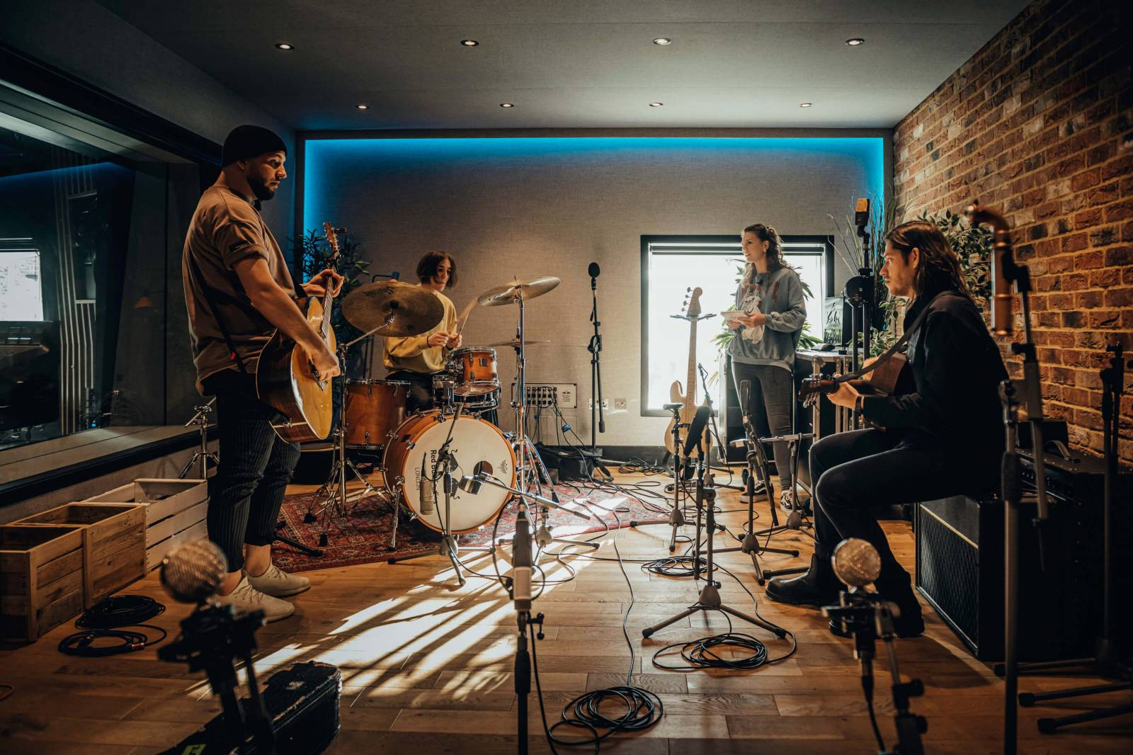 VIDEO: Lenny bere fanoušky do své hudební kuchyně v Londýně. Singl Wake Up je předzvěstí druhého alba
