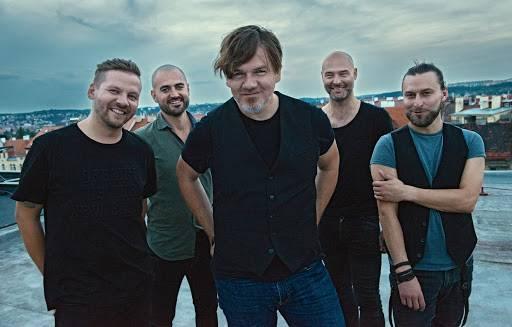TOP 7 videoklipů týdne: Haim synchronně tančí na asfaltu, Michal Hrůza si zaletěl do New Yorku