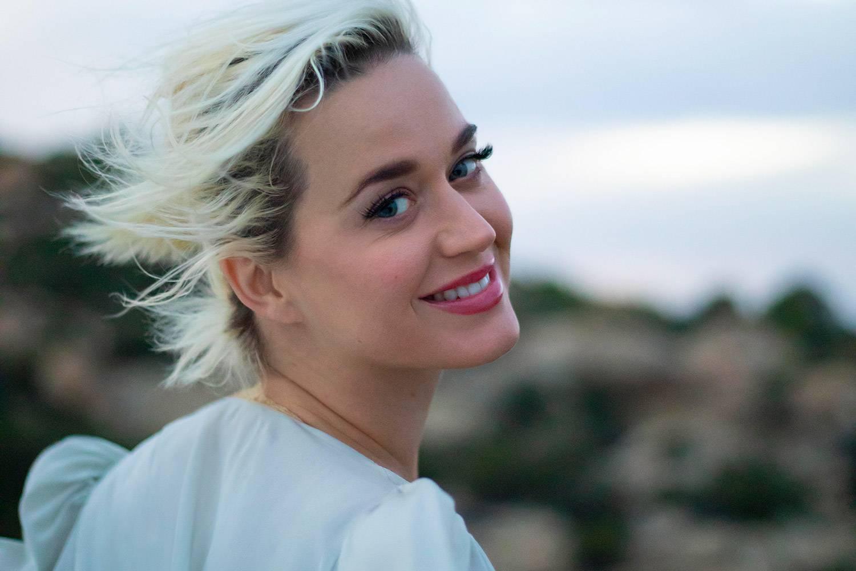 VIDEO: Katy Perry je v novém videoklipu krásnou budoucí maminkou