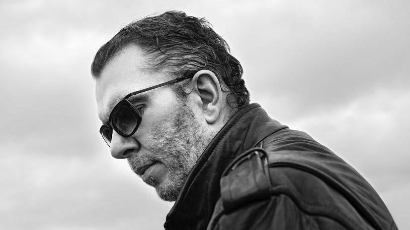 TOP 7 videoklipů týdne: Richard Müller zpívá o Anomálii, Lenny a Marpo o vztahových problémech