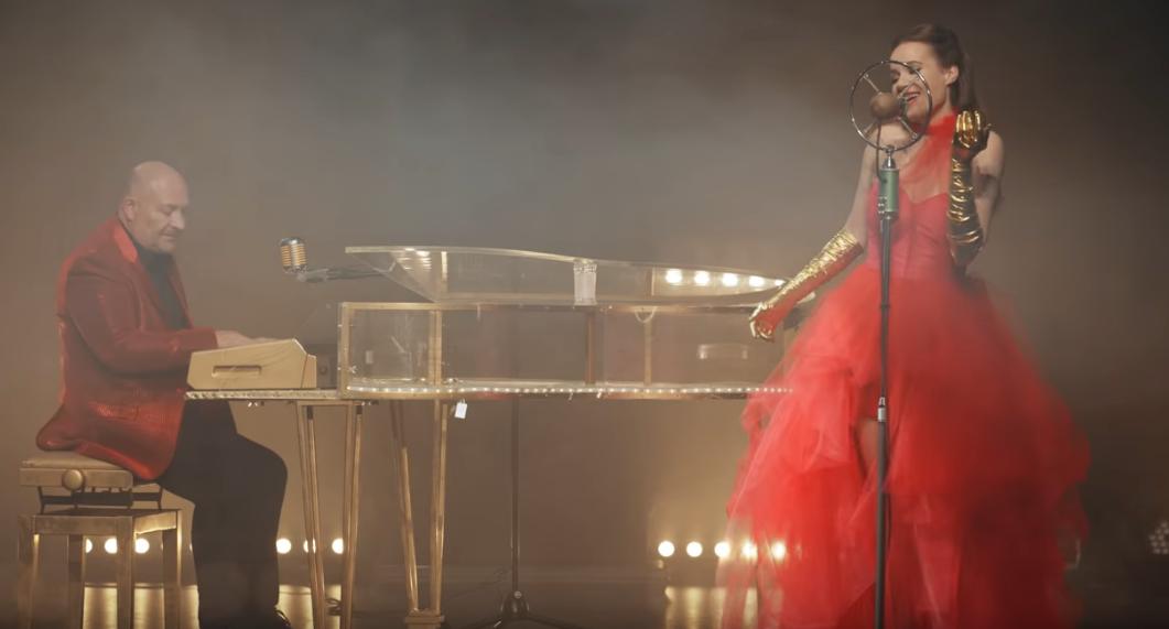 Top 10 videoklipů týdne: Sebastian otevírá s Lipem novou éru úderným singlem a Pokáč nechce smrdět od koní