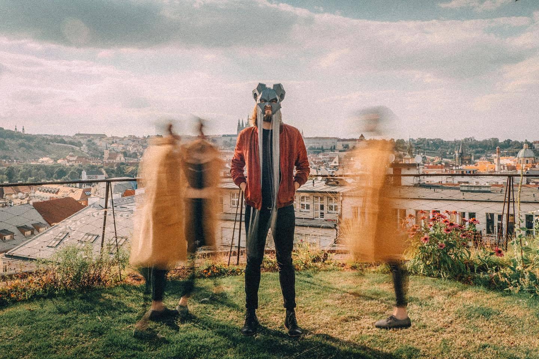 TOP 8 videoklipů týdne: Ben Cristovao probouzí alter ego, Vypsaná fiXa vzpomíná na klubový kotle a Teepee zpívají o lidské blízkosti