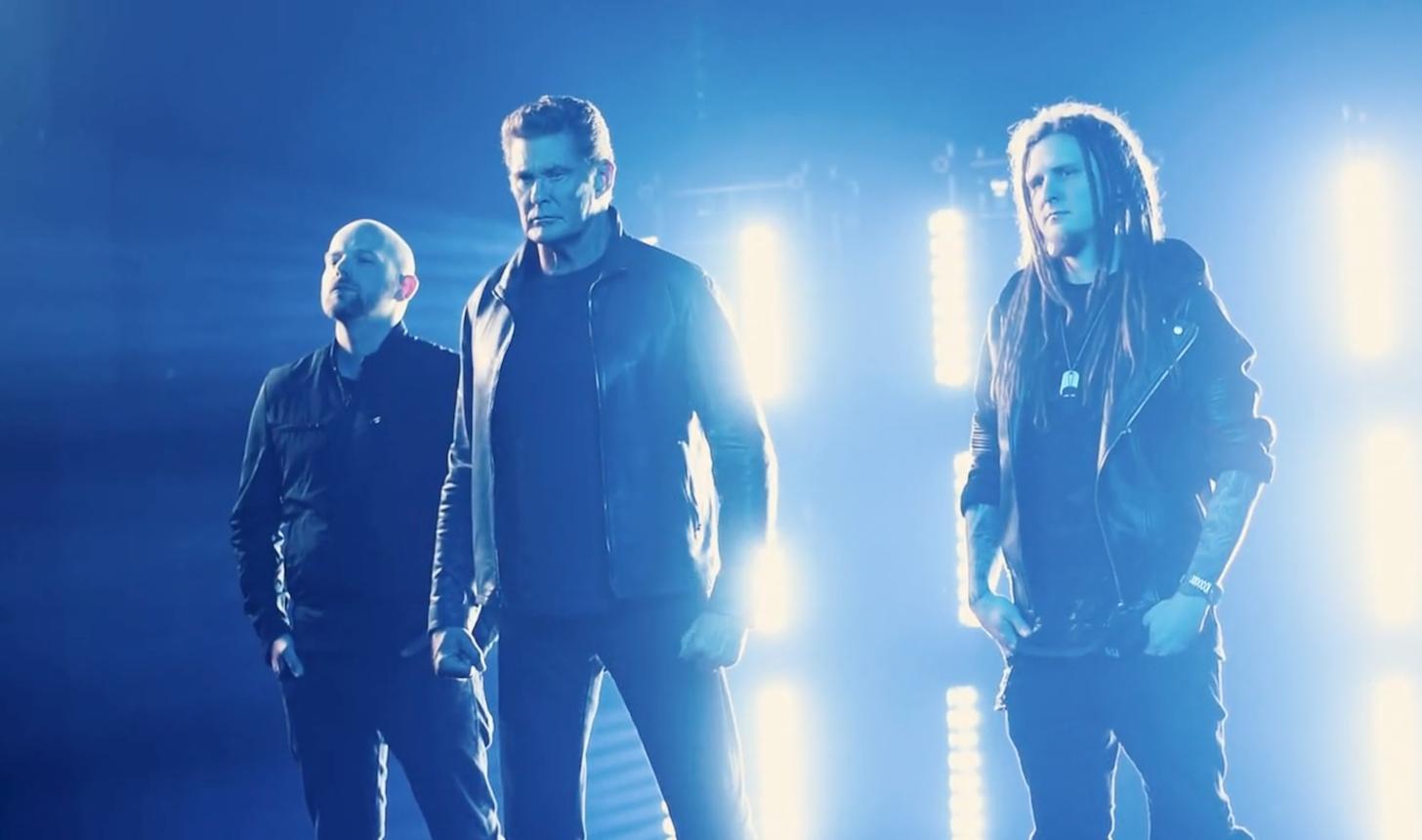 BIZÁR TÝDNE: Podpořte metalový singl Davida Hasselhoffa