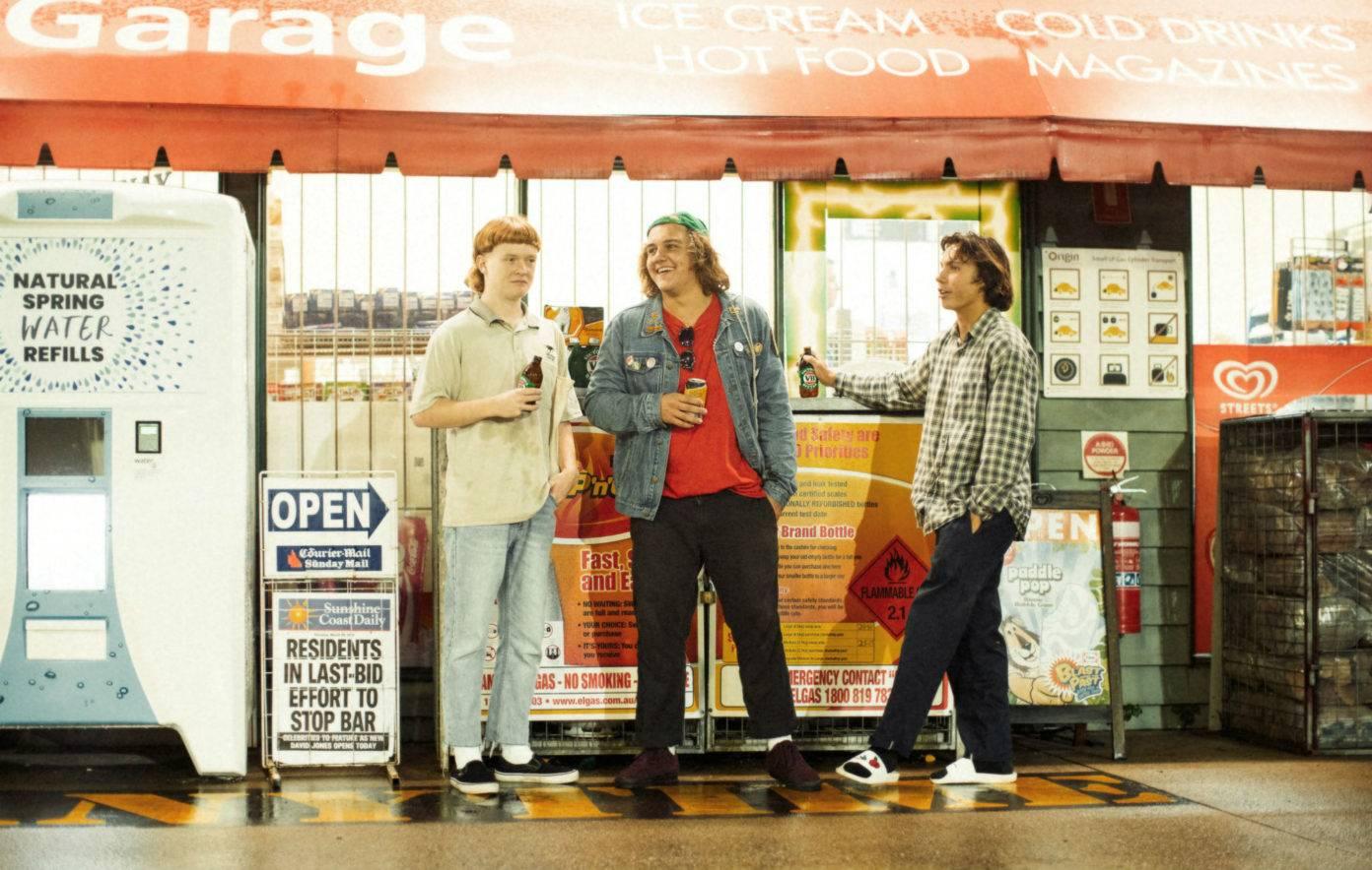 Mladí táhnou za AC/DC. Krajané The Chats složili poklonu svým hrdinům a zní to skvěle