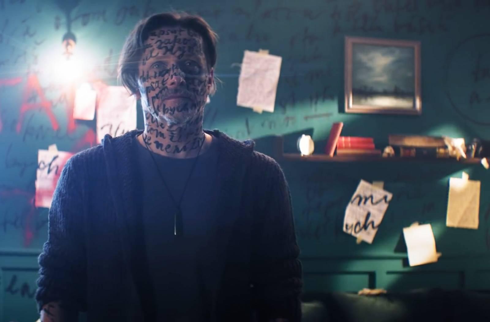 TOP 7 videoklipů týdne: Chinaski milují poezii, Viktor Sheen rozfoukává Mlhu