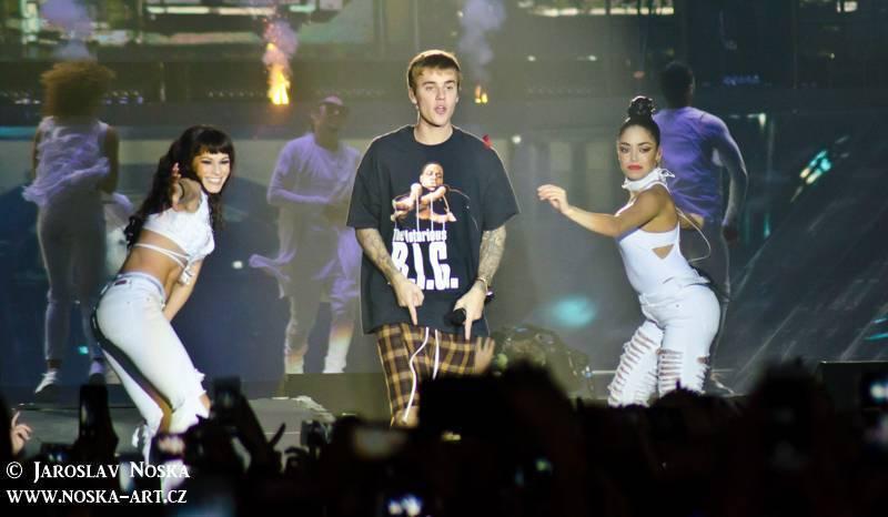 TOP 6 videoklipů týdne: Gwen Stefani stokrát jinak, Justin Bieber jako Rocky a teepee v deníku z cest