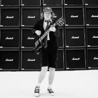 TOP 8 videoklipů týdne: Matka rappera Lipa neodvrací tvář, Xindl X miluje sebe samého a AC/DC těží z úspěchu aktuálního alba