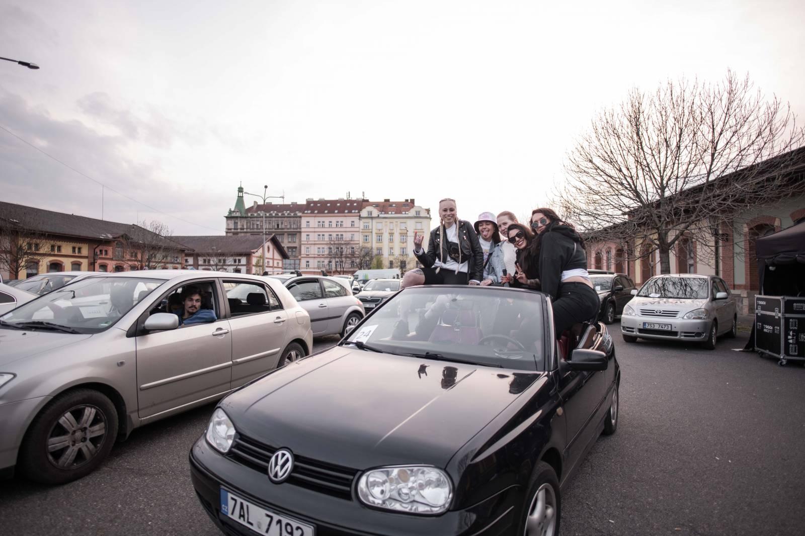 VIDEOPREMIÉRA: Ochepovsky Project se emotivním dokumentem vrací zpět na pódia