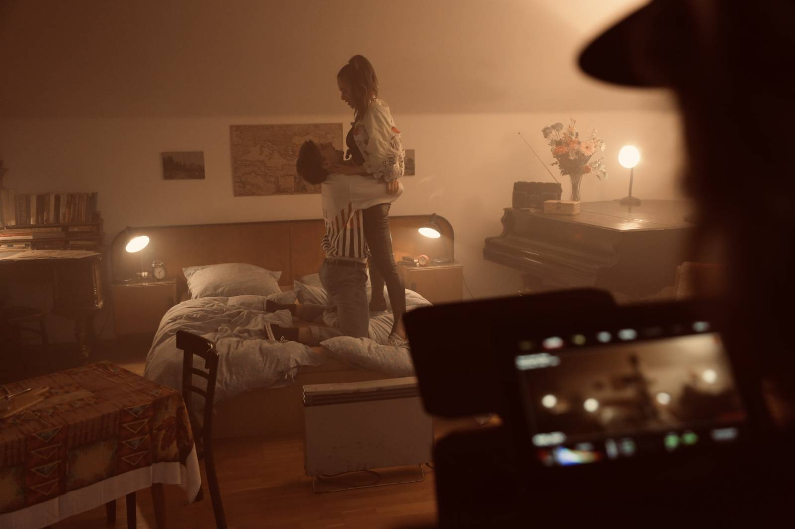 UDG představují videoklip Ještě jednou. Na vzniku singlu se podílel Marek Ztracený, ve vizuálu si zahrál jeho jmenovec Lambora