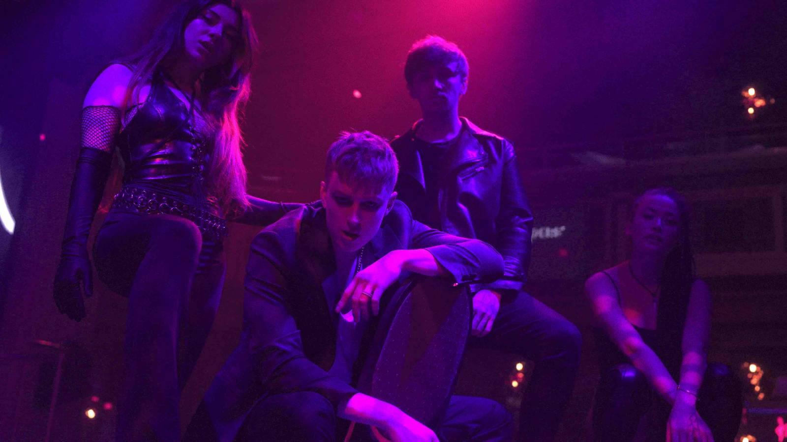 TOP 6 videoklipů týdne: Hills97 si do nového tracku přizvali Pam Rabbit, Jakub Ondra zpívá o vztahu, který potřebuje spravit a projekt Light47 představuje debutový singl