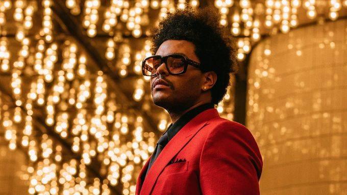 TOP 6 videoklipů týdne: Billy Idol o sobě dává po letech vědět, The Weeknd nejspíš zaviní epileptický záchvat