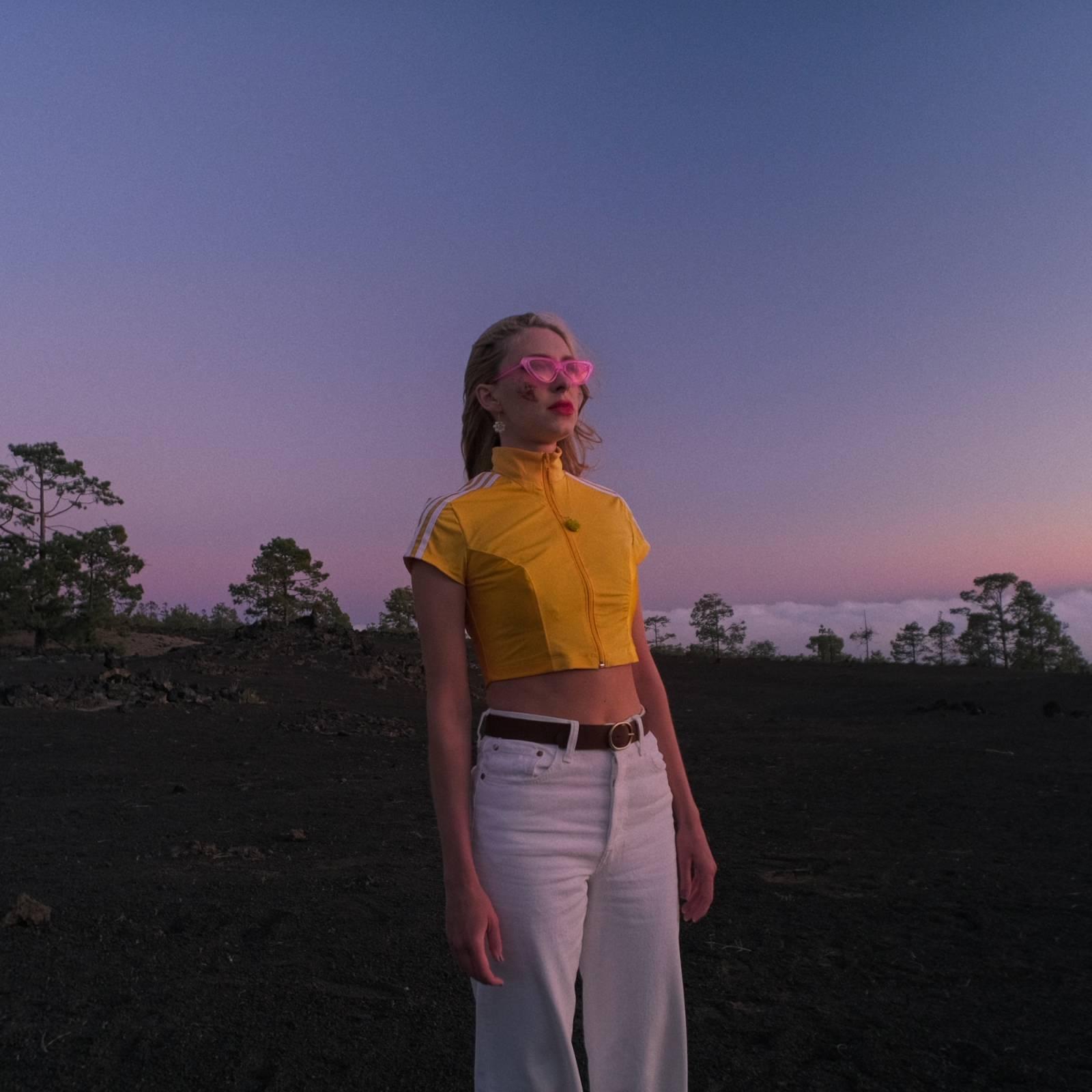 TOP 6 videoklipů týdne: Southpaw hlásí návrat po 10 letech, skladba Kateřiny Marie Tiché ve filmu a Annabelle u aktivní sopky