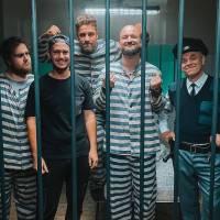 TOP 7 videoklipů týdne: Pokáč se dostal za mříže, Vojtěch Drahokoupil představil svůj gospel a Ed Sheeran se převlékl za Eltona Johna