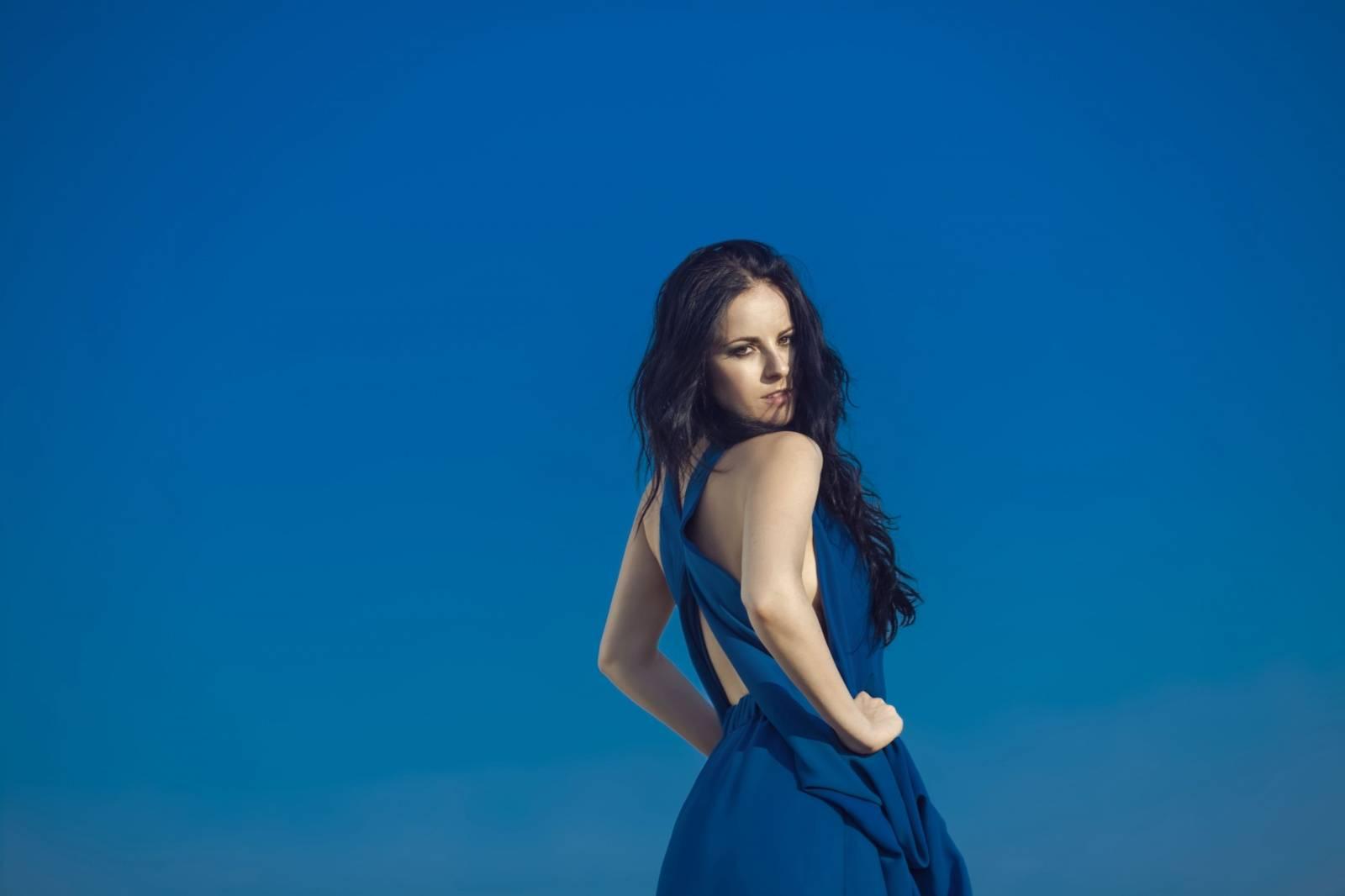 AUDIO: Katarína Knechtová zpívá o bezpečných propastech. Nové album je na světě