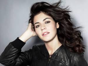 AUDIO: Než přijede Marina And The Diamonds do Prahy, přezpívala skvěle hit Cyndi Lauper