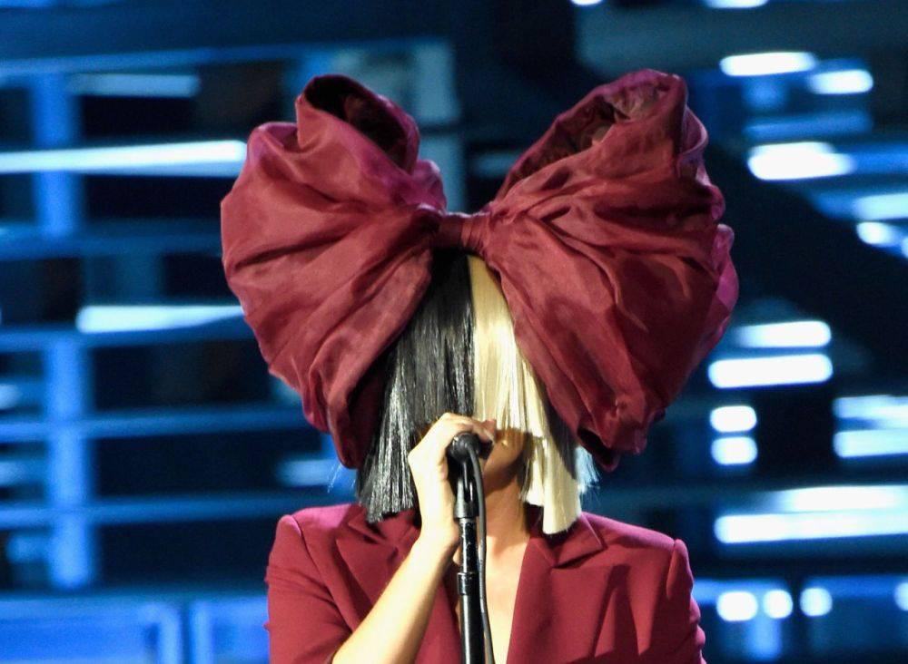 AUDIO: Sia láká na album zbytků. Tentokrát písní, kterou odmítla Rihanna a produkoval ji Kanye West