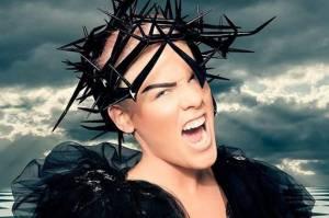 AUDIO: Pink šlehá v novém singlu plameny