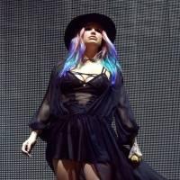 AUDIO: Kesha se svobody nevzdává a vydává i přes zákaz, komplicem jí je Zedd