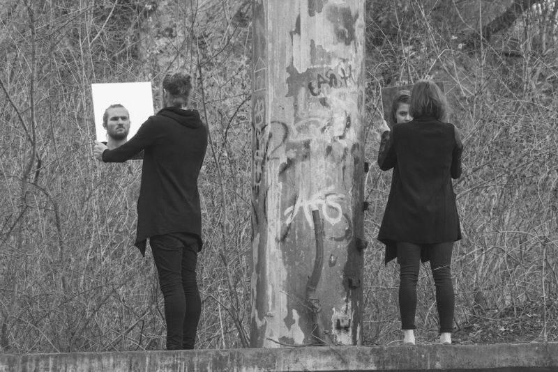PREMIÉRA: Poslechněte si nové EP Mirrors indie folkových teepee. Pokřtí ho v Praze na koncertě s Thomem Artwayem